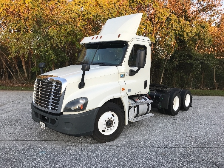 Day Cab Tractor-Heavy Duty Tractors-Freightliner-2015-Cascadia 12564ST-GREENVILLE-SC-567,625 miles-$33,000