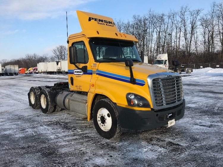 Day Cab Tractor-Heavy Duty Tractors-Freightliner-2015-Cascadia 12564ST-EAST SYRACUSE-NY-206,285 miles-$52,000