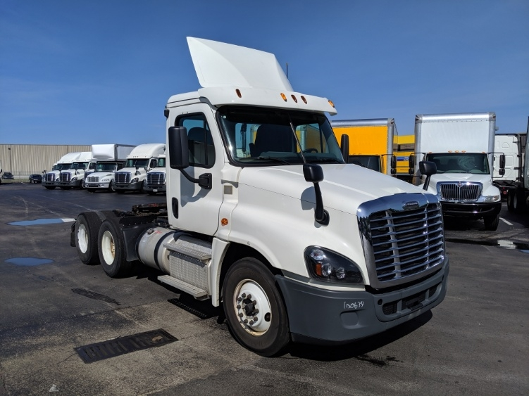 Day Cab Tractor-Heavy Duty Tractors-Freightliner-2015-Cascadia 12564ST-LOUISVILLE-KY-394,707 miles-$44,750