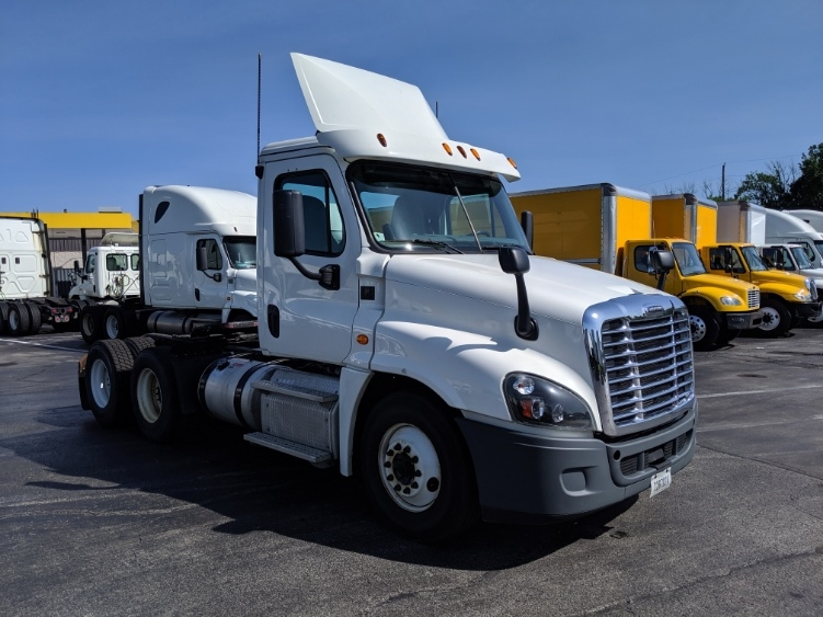 Day Cab Tractor-Heavy Duty Tractors-Freightliner-2015-Cascadia 12564ST-LOUISVILLE-KY-357,123 miles-$46,500