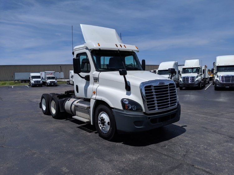 Day Cab Tractor-Heavy Duty Tractors-Freightliner-2015-Cascadia 12564ST-LOUISVILLE-KY-388,510 miles-$45,000