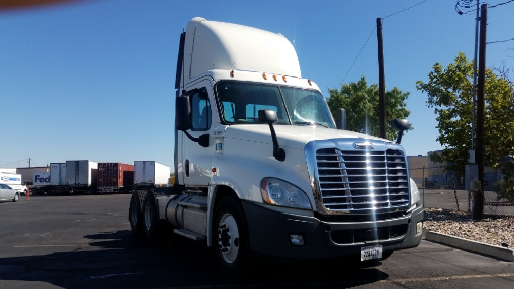 Day Cab Tractor-Heavy Duty Tractors-Freightliner-2015-Cascadia 12564ST-ALBUQUERQUE-NM-316,571 miles-$59,000