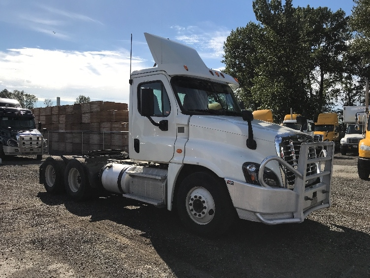 Day Cab Tractor-Heavy Duty Tractors-Freightliner-2015-Cascadia 12564ST-DELTA-BC-703,693 km-$59,750