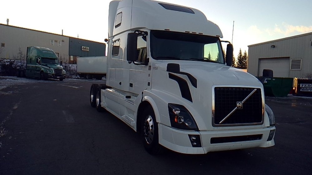 Sleeper Tractor-Heavy Duty Tractors-Volvo-2015-VNL64T780-MONCTON-NB-810,074 km-$75,250