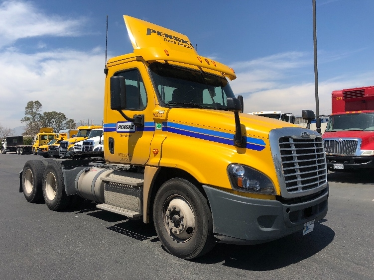 Day Cab Tractor-Heavy Duty Tractors-Freightliner-2015-Cascadia 12564ST-PHOENIX-AZ-210,231 miles-$58,750