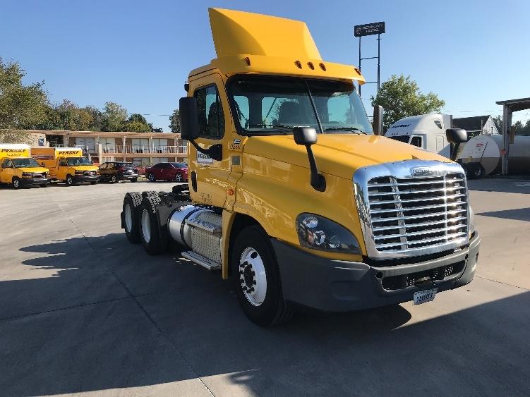 Day Cab Tractor-Heavy Duty Tractors-Freightliner-2015-Cascadia 12564ST-JONESBORO-GA-270,530 miles-$64,500