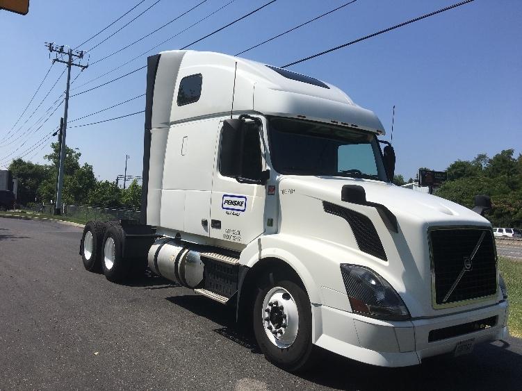 Sleeper Tractor-Heavy Duty Tractors-Volvo-2015-VNL64T670-HARRISONBURG-VA-542,671 miles-$60,500