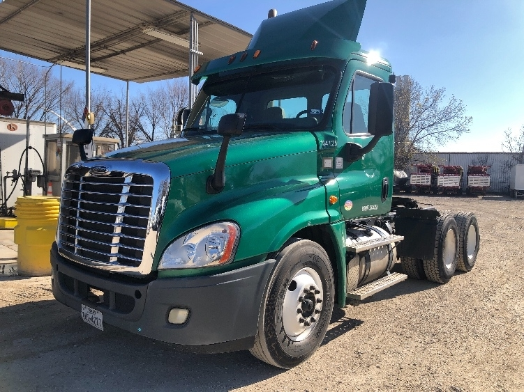 Day Cab Tractor-Heavy Duty Tractors-Freightliner-2015-Cascadia 12564ST-DALLAS-TX-181,577 miles-$56,000