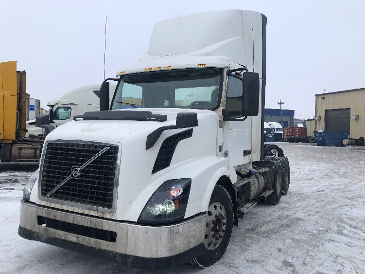 Day Cab Tractor-Heavy Duty Tractors-Volvo-2015-VNL64T300-CALGARY-AB-757,011 km-$48,750