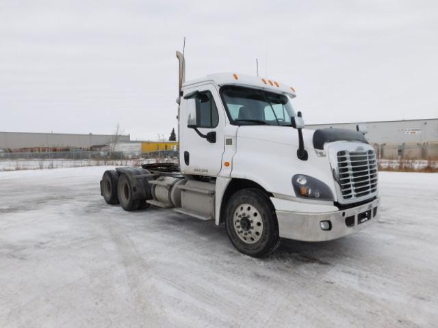 Day Cab Tractor-Heavy Duty Tractors-Freightliner-2015-Cascadia 12564ST-SASKATOON-SK-733,420 km-$64,500