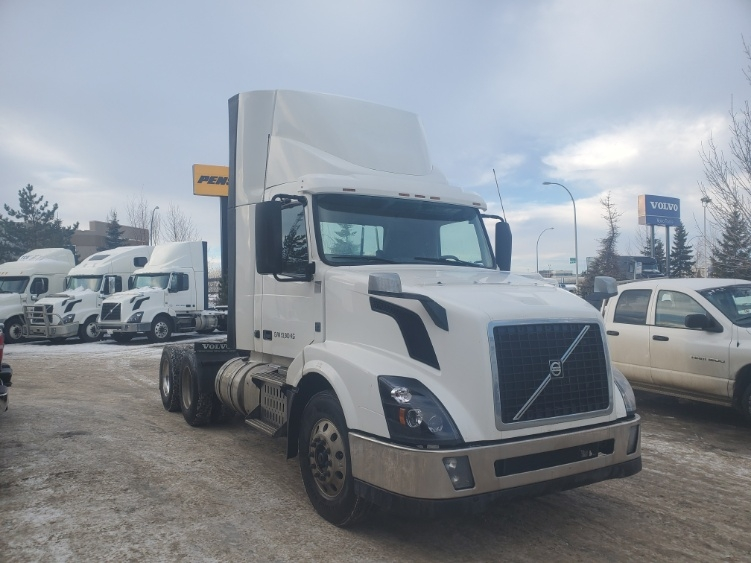 Day Cab Tractor-Heavy Duty Tractors-Volvo-2015-VNL64T300-EDMONTON-AB-377,318 km-$57,250