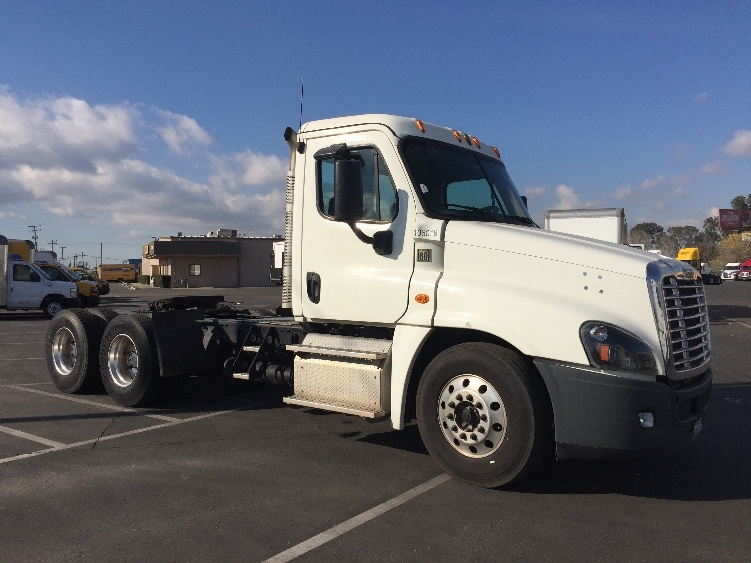 Day Cab Tractor-Heavy Duty Tractors-Freightliner-2015-Cascadia 12564ST-BAKERSFIELD-CA-134,789 miles-$81,750