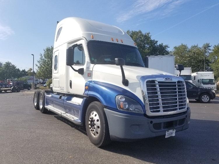 Sleeper Tractor-Heavy Duty Tractors-Freightliner-2015-Cascadia 12564ST-NORFOLK-VA-458,429 miles-$57,750