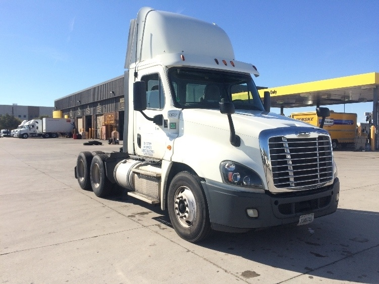 Used Day Cab Tractors For Sale in CA - Penske Used Trucks