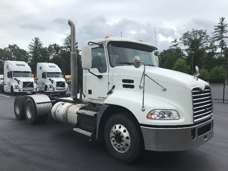 Day Cab Tractor-Heavy Duty Tractors-Mack-2015-CXU613-LONDONDERRY-NH-385,971 miles-$51,000