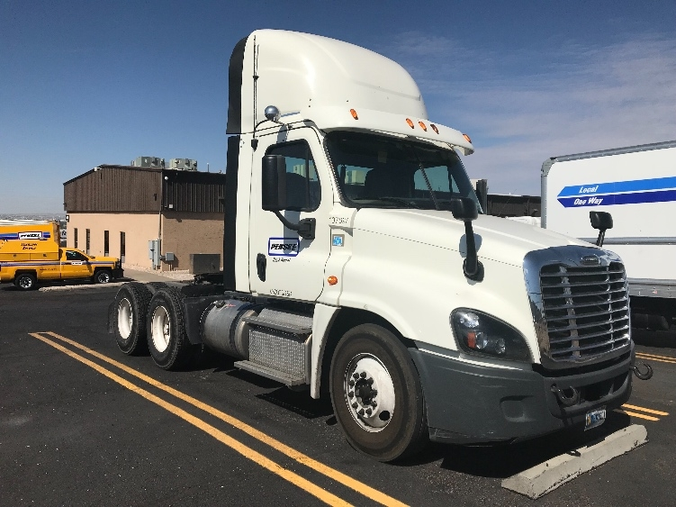Day Cab Tractor-Heavy Duty Tractors-Freightliner-2015-Cascadia 12564ST-WEST VALLEY CITY-UT-384,378 miles-$52,000