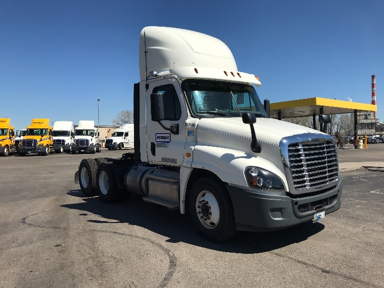 Day Cab Tractor-Heavy Duty Tractors-Freightliner-2015-Cascadia 12564ST-KANSAS CITY-MO-325,166 miles-$61,500