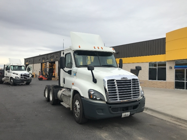 Day Cab Tractor-Heavy Duty Tractors-Freightliner-2015-Cascadia 12564ST-DENVER-CO-190,057 miles-$66,250
