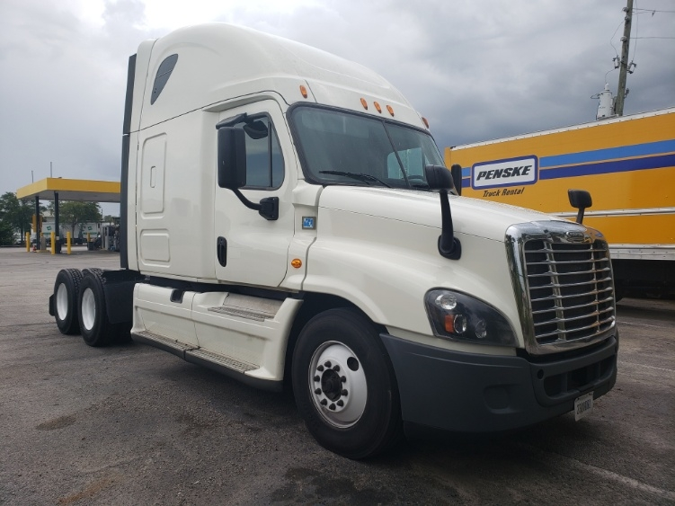 Sleeper Tractor-Heavy Duty Tractors-Freightliner-2015-Cascadia 12564ST-ORLANDO-FL-621,212 miles-$33,000
