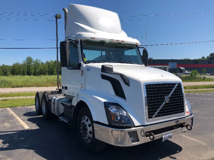 Day Cab Tractor-Heavy Duty Tractors-Volvo-2015-VNL64T300-SCARBOROUGH-ME-468,789 miles-$37,000