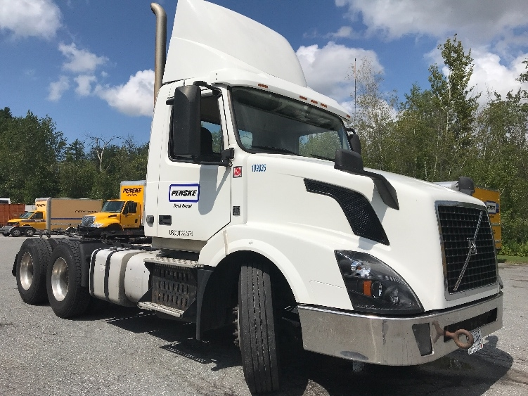 Day Cab Tractor-Heavy Duty Tractors-Volvo-2015-VNL64T300-HAMPDEN-ME-556,122 miles-$39,500