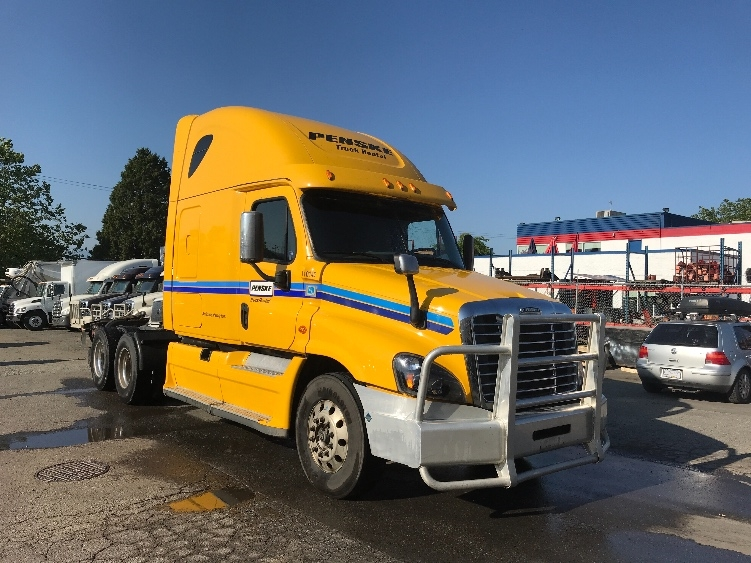 Sleeper Tractor-Heavy Duty Tractors-Freightliner-2015-Cascadia 12564ST-DELTA-BC-696,514 km-$57,250