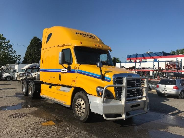 Sleeper Tractor-Heavy Duty Tractors-Freightliner-2015-Cascadia 12564ST-DELTA-BC-696,541 km-$43,500