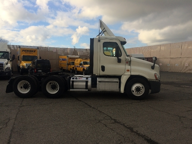Day Cab Tractor-Heavy Duty Tractors-Freightliner-2015-Cascadia 12564ST-LAKEWOOD-WA-286,097 miles-$70,750