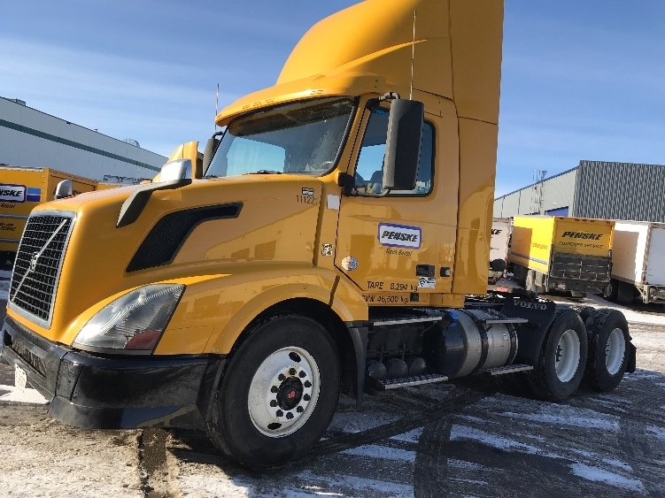 Day Cab Tractor-Heavy Duty Tractors-Volvo-2015-VNL64T300-CALGARY-AB-301,498 km-$53,500