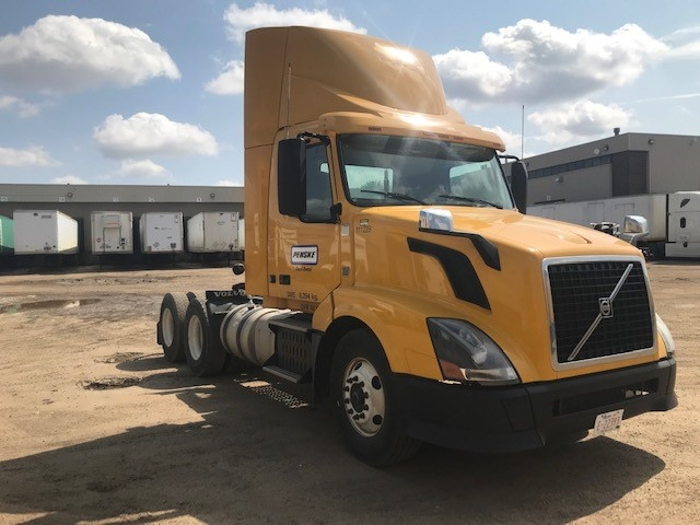 Day Cab Tractor-Heavy Duty Tractors-Volvo-2015-VNL64T300-EDMONTON-AB-235,301 km-$55,000