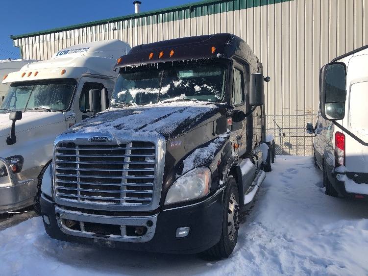 Sleeper Tractor-Heavy Duty Tractors-Freightliner-2015-Cascadia 12564ST-CALGARY-AB-865,462 km-$45,750