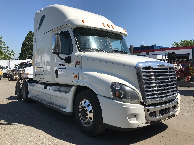 Sleeper Tractor-Heavy Duty Tractors-Freightliner-2015-Cascadia 12564ST-SURREY-BC-713,749 km-$53,000