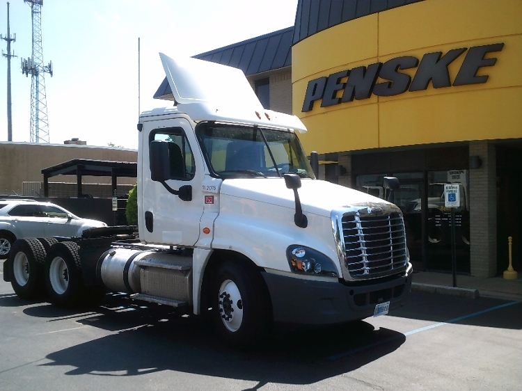 Day Cab Tractor-Heavy Duty Tractors-Freightliner-2015-Cascadia 12564ST-JACKSON-TN-403,569 miles-$57,500