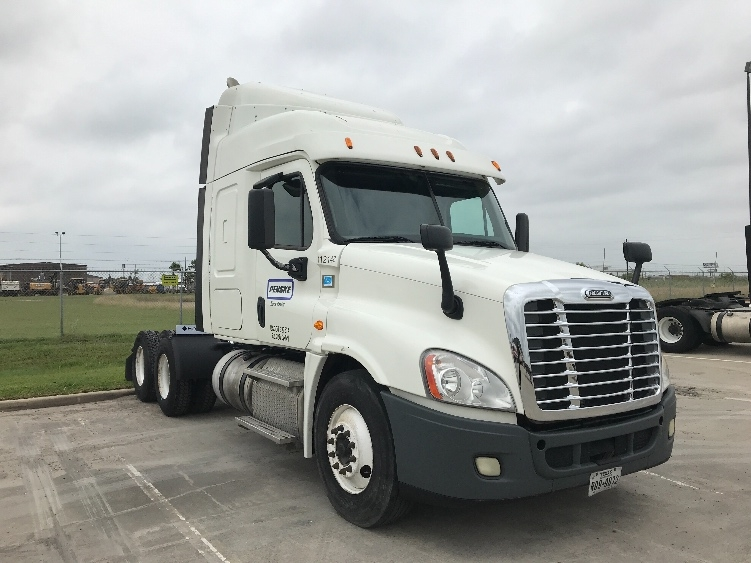 Sleeper Tractor-Heavy Duty Tractors-Freightliner-2015-Cascadia 12564ST-CORPUS CHRISTI-TX-307,376 miles-$65,000