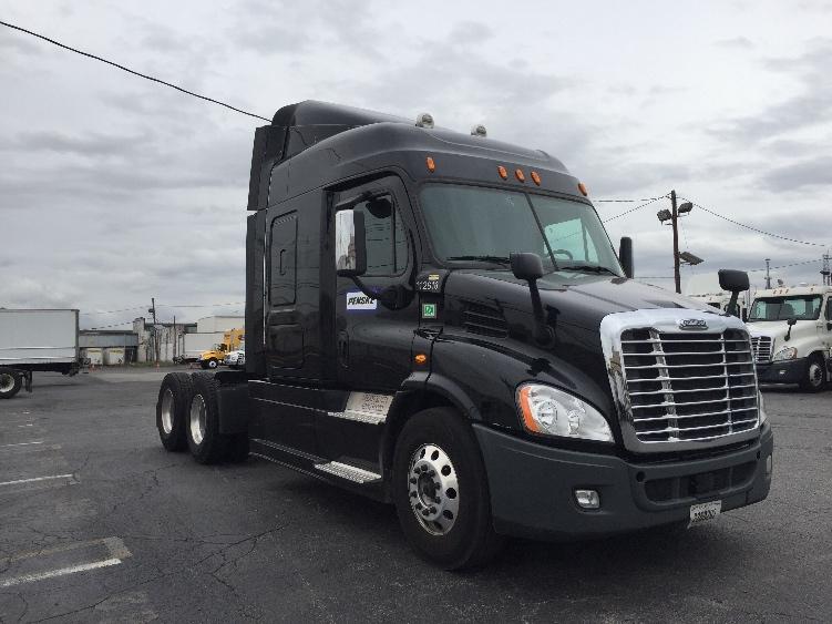 Sleeper Tractor-Heavy Duty Tractors-Freightliner-2015-Cascadia 11364ST-LINDEN-NJ-234,935 miles-$78,000