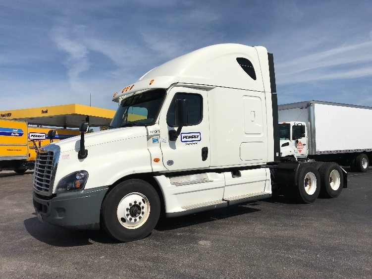 Sleeper Tractor-Heavy Duty Tractors-Freightliner-2015-Cascadia 12564ST-ORLANDO-FL-621,078 miles-$30,000