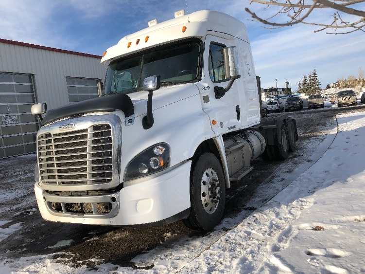 Sleeper Tractor-Heavy Duty Tractors-Freightliner-2015-Cascadia 12564ST-CALGARY-AB-807,804 km-$49,750
