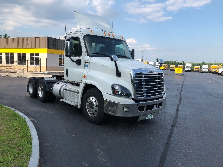 Day Cab Tractor-Heavy Duty Tractors-Freightliner-2015-Cascadia 12564ST-LONDONDERRY-NH-249,865 miles-$44,750