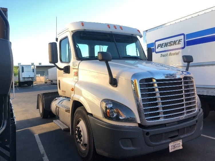 Day Cab Tractor-Heavy Duty Tractors-Freightliner-2015-Cascadia 12542ST-PHOENIX-AZ-281,670 miles-$53,000