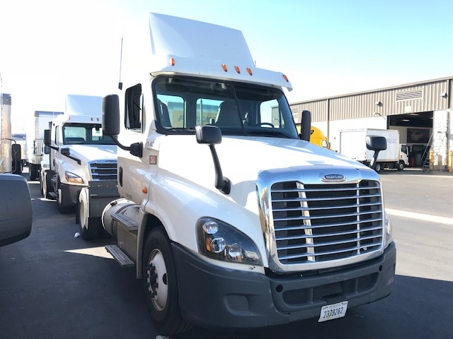 Day Cab Tractor-Heavy Duty Tractors-Freightliner-2015-Cascadia 12542ST-TUCSON-AZ-238,734 miles-$54,750