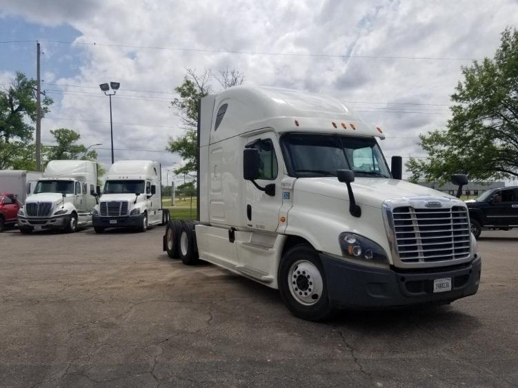 Sleeper Tractor-Heavy Duty Tractors-Freightliner-2015-Cascadia 12564ST-SALINA-KS-546,860 miles-$46,250