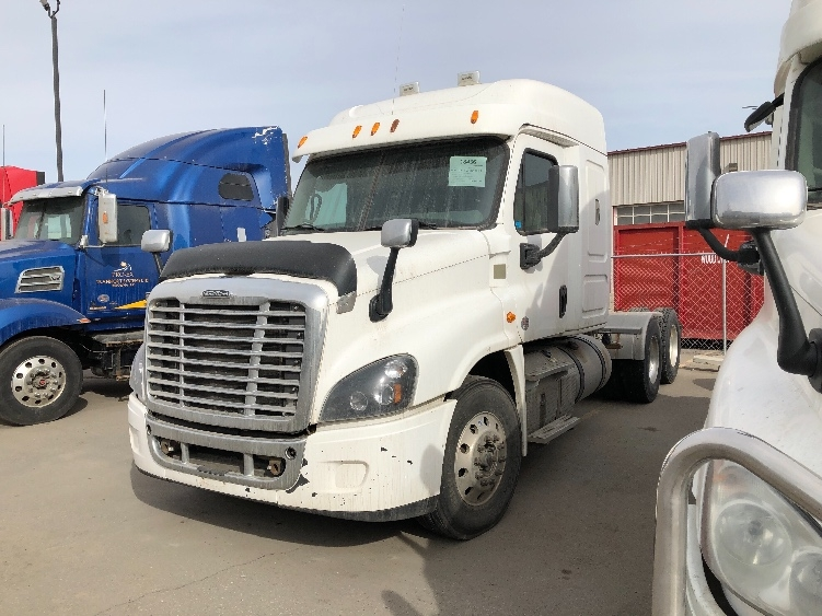 Sleeper Tractor-Heavy Duty Tractors-Freightliner-2015-Cascadia 12564ST-CALGARY-AB-767,653 km-$47,500
