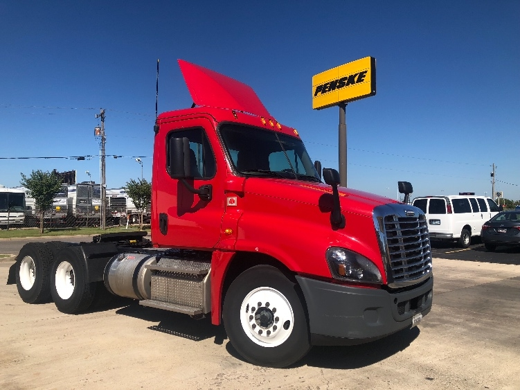Day Cab Tractor-Heavy Duty Tractors-Freightliner-2015-Cascadia 12564ST-OKLAHOMA CITY-OK-647,013 miles-$41,500