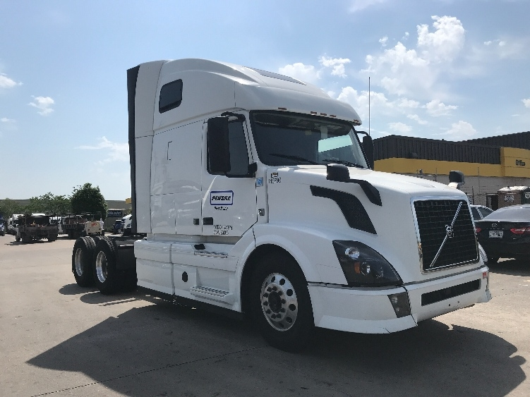 Sleeper Tractor-Heavy Duty Tractors-Volvo-2015-VNL64T670-LITTLE ROCK-AR-547,246 miles-$51,500