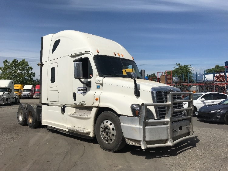 Sleeper Tractor-Heavy Duty Tractors-Freightliner-2015-Cascadia 12564ST-DELTA-BC-724,421 km-$56,250