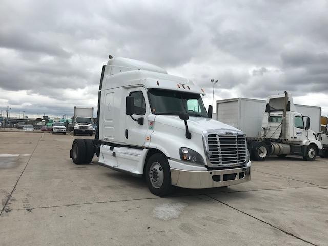 Sleeper Tractor-Heavy Duty Tractors-Freightliner-2015-Cascadia 12542ST-DALLAS-TX-892,936 miles-$31,000