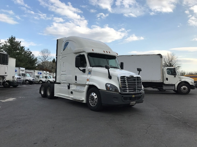 Sleeper Tractor-Heavy Duty Tractors-Freightliner-2015-Cascadia 12564ST-CAPITOL HEIGHTS-MD-735,806 miles-$36,750