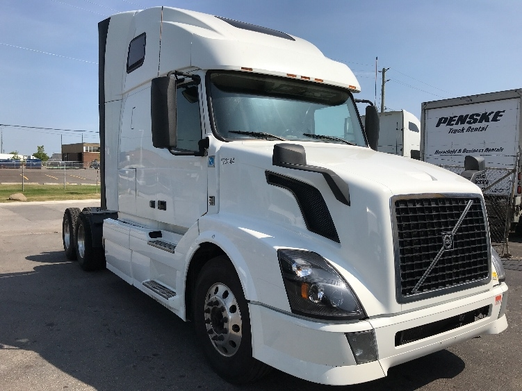 Sleeper Tractor-Heavy Duty Tractors-Volvo-2015-VNL64T670-MISSISSAUGA-ON-809,201 km-$45,750