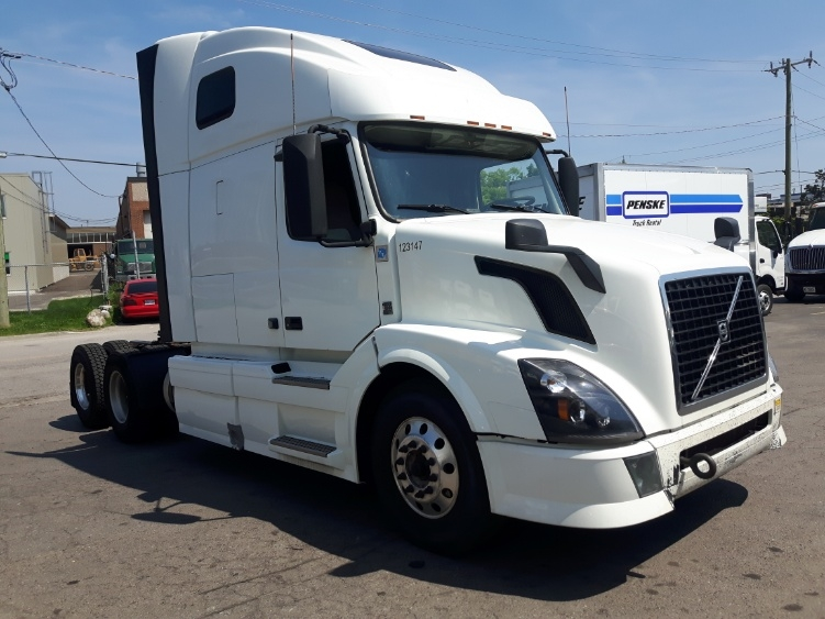 Sleeper Tractor-Heavy Duty Tractors-Volvo-2015-VNL64T670-MISSISSAUGA-ON-821,301 km-$45,500