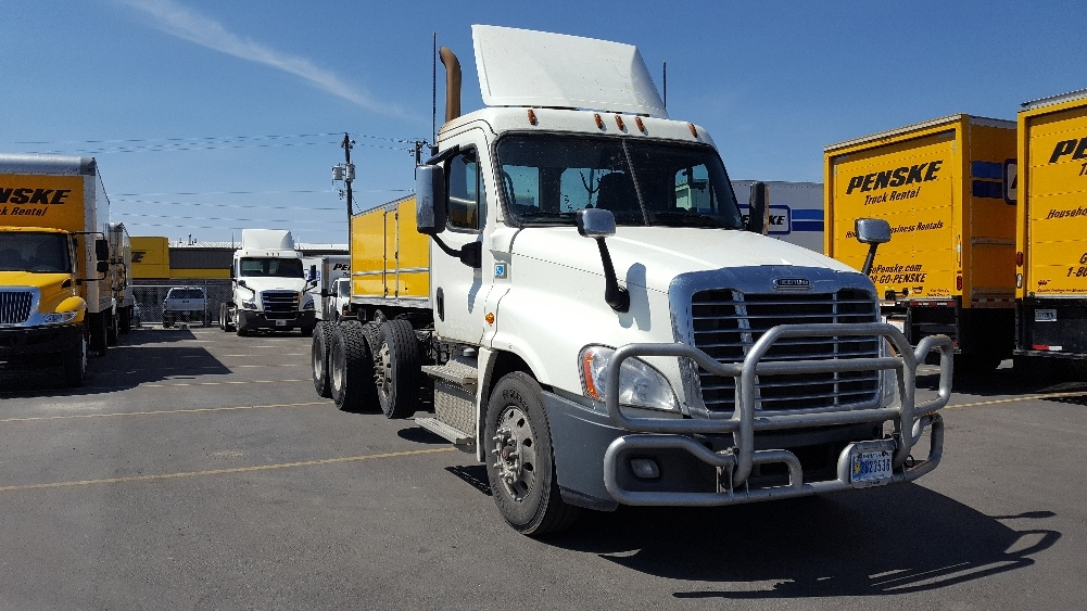 Day Cab Tractor-Heavy Duty Tractors-Freightliner-2016-Cascadia 12584ST-SPOKANE VALLEY-WA-391,418 miles-$71,750